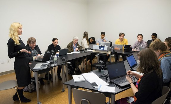 Premier Wikipedia Edit-a-thon du Guggenheim, en octobre 2014 Photo: Kris McKay © 2014 Solomon R. Guggenheim Foundation, New York