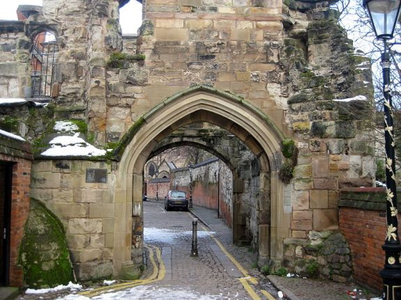 Leicester_Castle_Yard_south_gateway