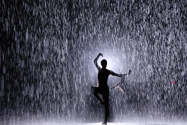 Photo de l'installation interactive Rain Room(c) MoMA