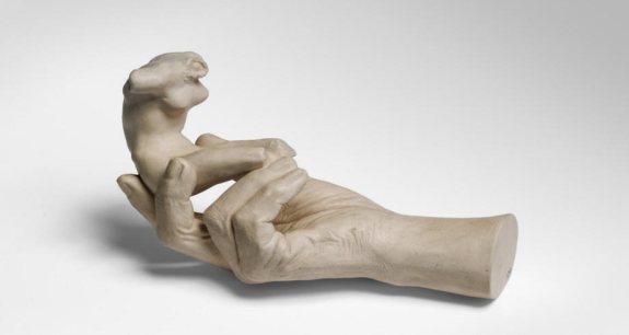 rodin-100-doc-arte-rodin-en-son-siecle-hand-of-rodin-holding-a-torso-1917