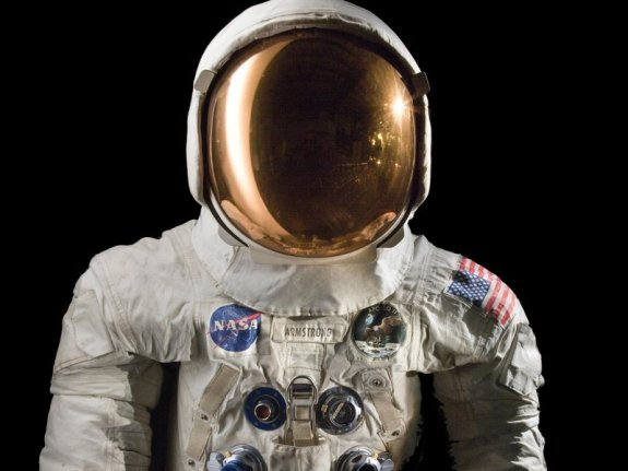 smithsonian amstrong-suit.jpg__800x600_q85_crop