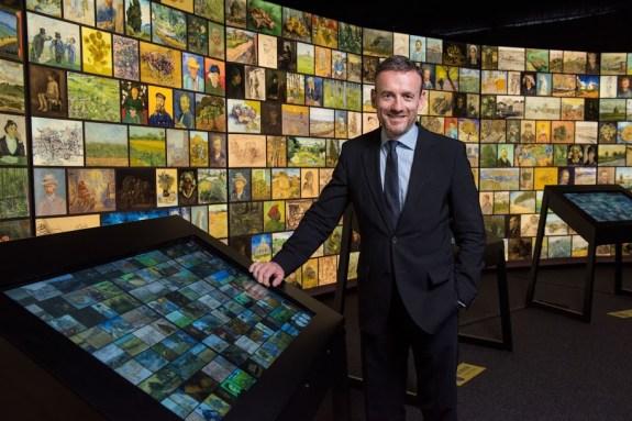 """Axel Rüger (directeur du Musée Van Gogh) lors du lancement mondial de l'expérience """"Rencontrer Vincent van Gogh"""" à Pékin. Photo: (c) Étienne Oliveau"""
