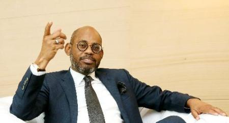 Angola enfrenta no curto prazo perspetivas anémicas do crescimento real -- ministro