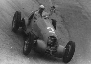 Con el Alfa 308 C, ganador una vez mas en Brasil. Ya era idolo.