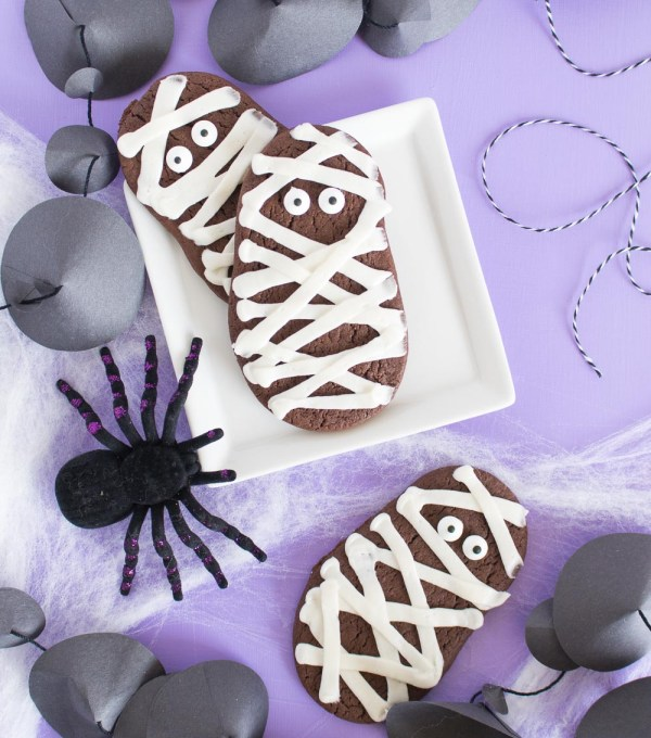 Chocolate Mummy Cookies for Halloween! (Cake Batter Cookies)   Club Crafted