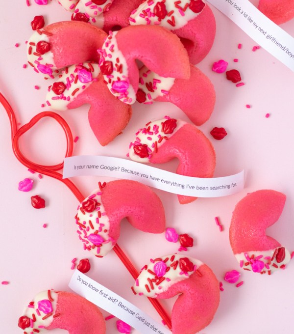 Valentine's Day Pick-Up Line Cookies (Fortune Cookies)   Club Crafted