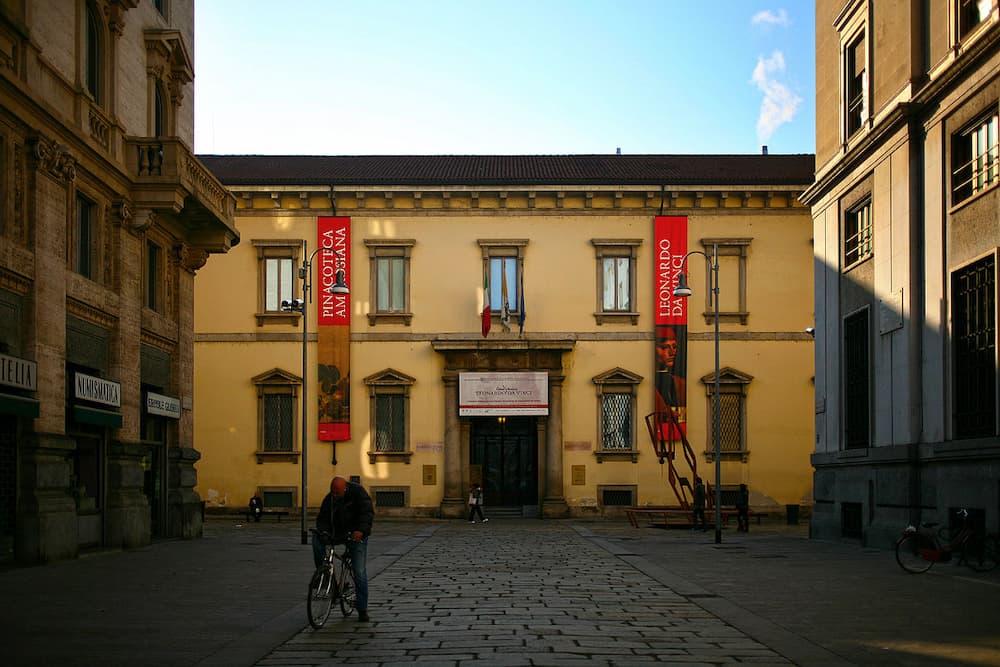 Biblioteca_Ambrosiana_facciata_pincipale_Milano