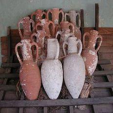250px-amphorae