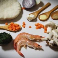 Pita de cogumelos, espinafres e camarão