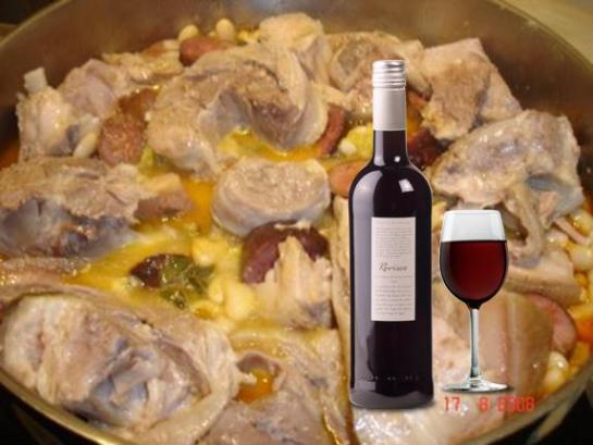 Ingredientes: • 7,5 Dl de feijão-roxo demolhado; • 100g de toucinho; • 1,5 Kg de barbela, chispe, rabo e orelha de porco; • 1 Chouriço; • 500g de repolho ou couve lombarda; • 200g de cenouras; • 350g de batatas; • Sal; • Água. Confecção: Depois de lavar e raspar as carnes, deitam-se numa panela. Junta-se água, sal e leva-se ao lume. Assim que a carne estiver cozida, tira-se e deitam-se as batatas cortadas em quartos, o repolho e as cenouras até cozerem. O chouriço coze-se à parte. Servir numa travessa com o feijão, as batatas, as cenouras e o repolho no meio e as carnes à volta. Aproveita-se o caldo para cozer a massa grossa.