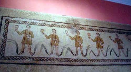 Seguiram-se as invasões bárbaras e a decadência do Império Romano. A Lusitânia foi disputada aos romanos por Suevos e Visigodos que acabaram por vencê-los em 585 d.C, tendo-se dado, com o decorrer do tempo, a fusão de raças e de culturas, passando-se do paganismo à adopção do Cristianismo.