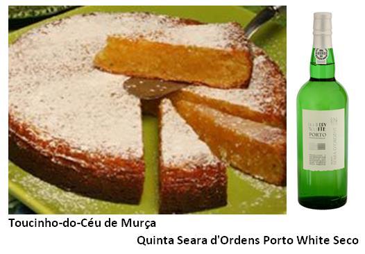 Ingredientes:  500 g de açúcar ; 125 g de amêndoas ; 125 g de doce de chila ; 20 gemas de ovos ; 2 colheres de sopa de farinha ; margarina Pelam-se e ralam-se as amêndoas. Leva-se o açúcar ao lume com um copo de água e deixa-se ferver até se obter o ponto de fio (103º C). Junta-se o doce de chila e deixa-se ferver mais 2 a 3 minutos. Adicionam-se as amêndoas raladas, que devem estar bem enxutas, e leva-se novamente ao lume para fazer um ponto de estrada muito fraco (o fundo do tacho deve ver-se muito rapidamente). Retira-se o doce do lume e, depois de arrefecer um pouco, juntam-se as gemas, que engrossarão um pouco sobre o lume, sem que no entanto o doce ferva. Deixa-se arrefecer ligeiramente. Unta-se com margarina e polvilha-se com farinha um forma rectangular ou quadrada, com cerca de 1,5 litros de capacidade. Espalha-se uma colher de farinha sobre o fundo da forma e deita-se dentro o doce. Polvilha-se a superfície com a outra colher de farinha e leva-se a cozer em forno bem quente (200º C a 250º C). O toucinho-do-céu está cozido quando se lhe introduzir uma faca e esta sair quente e limpa. Desenforma-se. Sacode-se o excesso de farinha, corta-se o toucinho-do-céu em fatias, passam-se por açúcar pilé e guardam-se numa caixa forrada com papel de seda recortado com a tesoura.