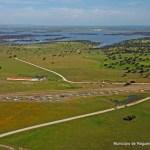 Campo de Voo de Campinho e paisagem com lago_jpg
