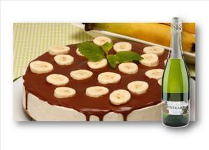 Cheesecake de banana com calda de chocolate
