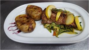 lombinho de porco em cama de legumes