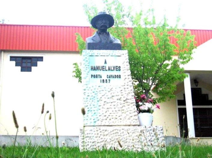 monumento-ao-poeta-cavador-1