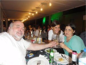 Um brinde com esposa e a grande amiga e simpática presença de Ana Matias que fez questão de parar para um tchim-tchim.