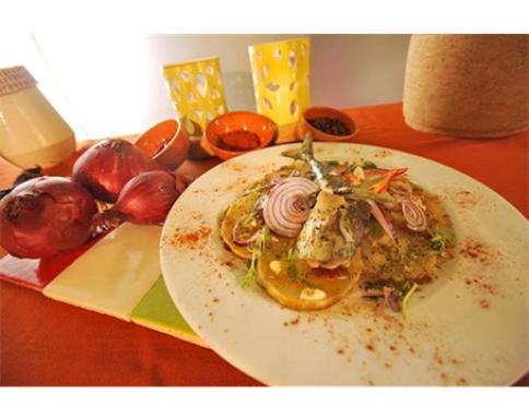 Filetes de cavala alhada servida em cama de batata-doce - Chef Augusto Lima