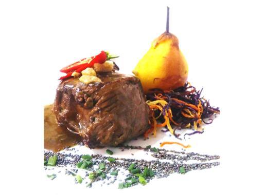 lombinho-de-porco-confitado-molho-de-moscatel-do-algarve-pera-acafroada-palha-de-legumes