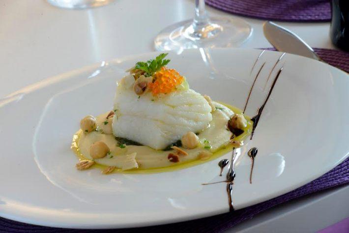bacalhau-lascado-com-pure-de-grao-e-amendoas