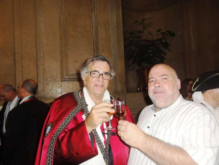 Brindando com o Sr. Vereador da Câmara de Lisboa e confrade do Vinho de Carcavelos, com um Carcavelos de Honra!