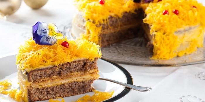 delicia-de-amendoa-nozes-massa-folhada-e-ovos-moles