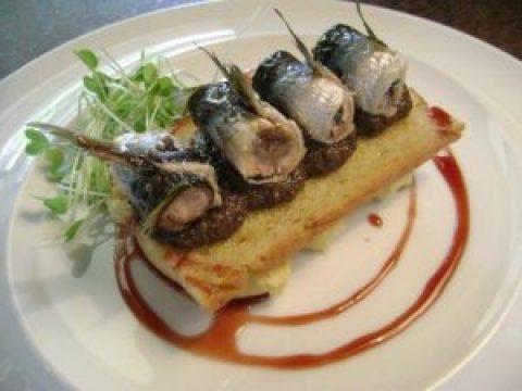 sardinhas-marinadas-em-tosta-de-olivada-humus-de-grao-de-bico-e-reducao-de-vinho-do-porto