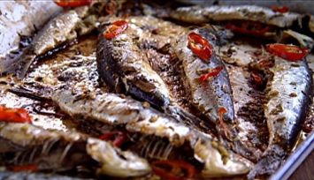 sardinhas-assadas-com-pimenta-chili-alho-limao-e-salsinha