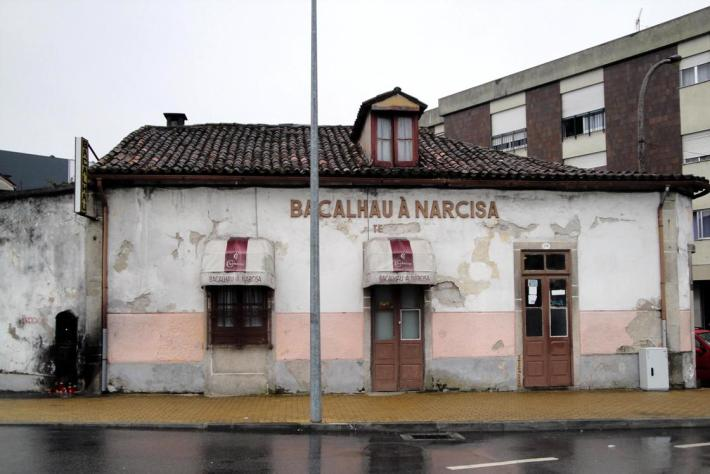 O Restaurante Bacalhau à Narcisa em estado degradado
