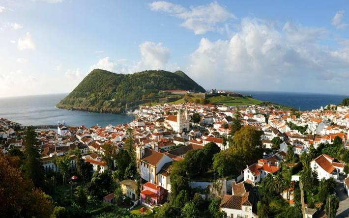 Estao em locais remotos como a Ilha Terceira onde realizaram um congresso