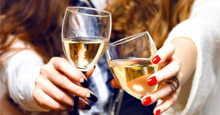 As origens pagas de brindar com vinho 1