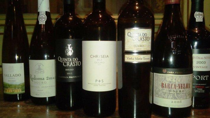 Vinhos portugueses na garrafeira de Sir Alex Ferguson, entre elas o mítico Barca Velha