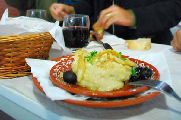 Sugestão de Domingo com bons vinhos portugueses e cozinha ribatejana