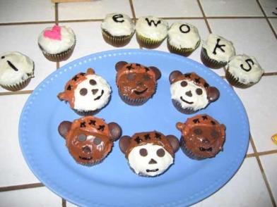 fandom-ewokcupcakes.jpg