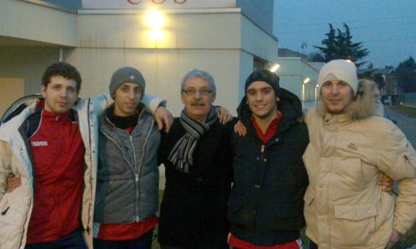 La squadra del Club Scherma Cosenza con il presidente Perri