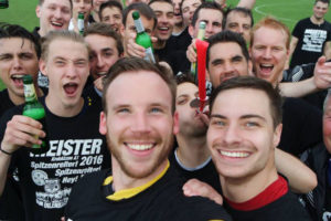 meistershirts fußball selfie