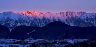 Lumina rasaritului poate creea efecte aparte, iarna