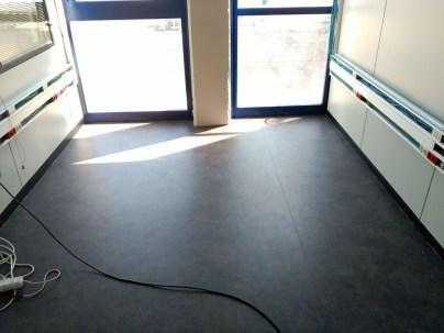 Instalacion de suelo de vinilo en oficina CM²