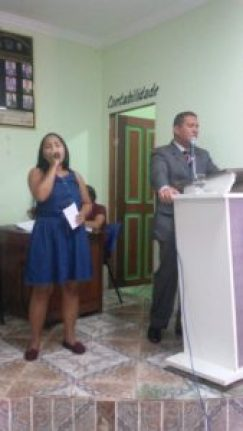 Pastor e cantora