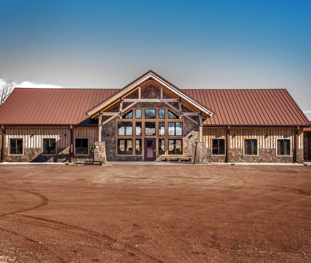 Located In Emery South Dakota The Owners Of Als Pheasant Ranch Knew No Ordinary Hunting Facility Would Do They Wanted A Lodge That Would Be Handsome