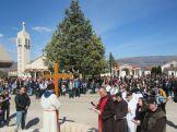 Križni put na Veliki petak iz Uzarića do župne crkve na Širokom Brijegu