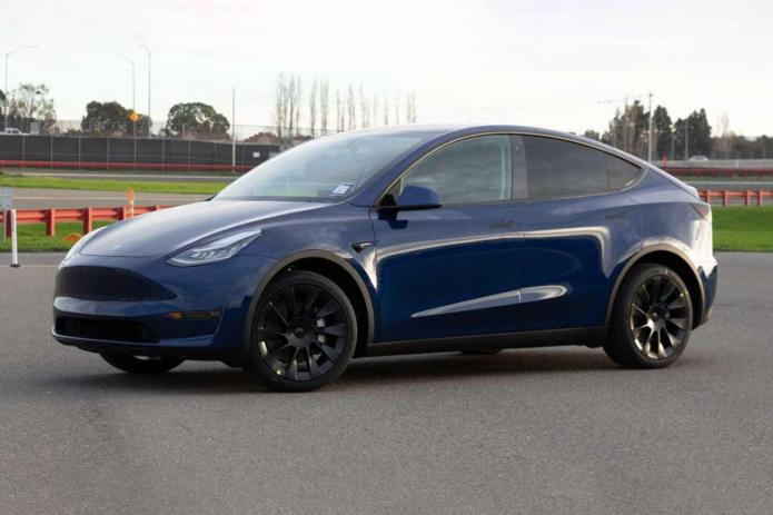 Tesla Model Y With 7 Seats Coming In Early Q4 Elon Musk Says Roadshow