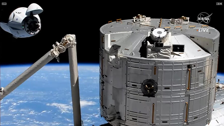 Capsule and ISS