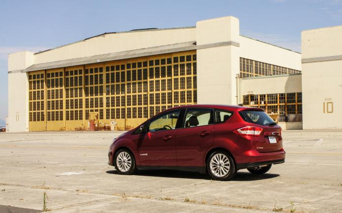 2017 Ford C Max Hybrid Review Despite Great Fuel Economy And Utility C Max Hybrid Struggles To Make An Impression Roadshow