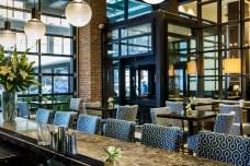 archer-hotel-new-york-foyer-bar-bar-chairs