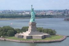 Face à face aérien avec la statue de la Liberté