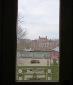 Vue sur la petite rade d'Ellis Island