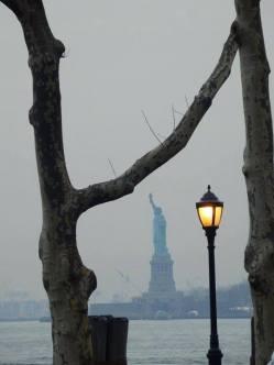 Ambiance mystérieuse autour de la statue de la Liberté... (Photo Joëlle Bruzaille)