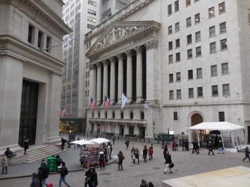 La bourse de New York, depuis les marches de Federal Hall