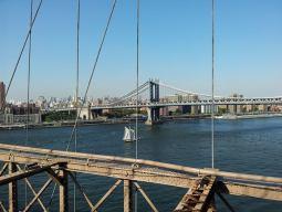 Vue sur le Manhattan Bridge depuis le pont de Brooklyn